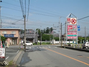 2 km from Matsusaka station and it crosses with Prefecture Road #756